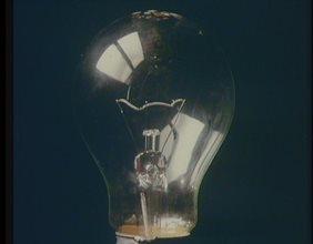 "Campagna ""Risparmiare energia elettrica si deve"" - spot lampadina/candela/presa elettrica"
