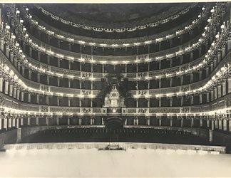 Prima illuminazione Teatro San Carlo